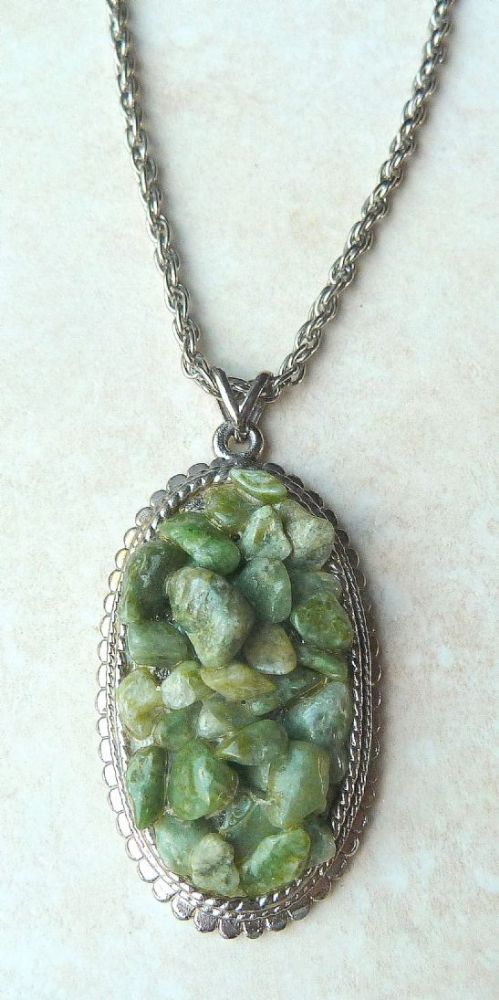 Exquisite Retro Lift Lobby: Vintage Green Aventurine Chip Oval Necklace By Exquisite